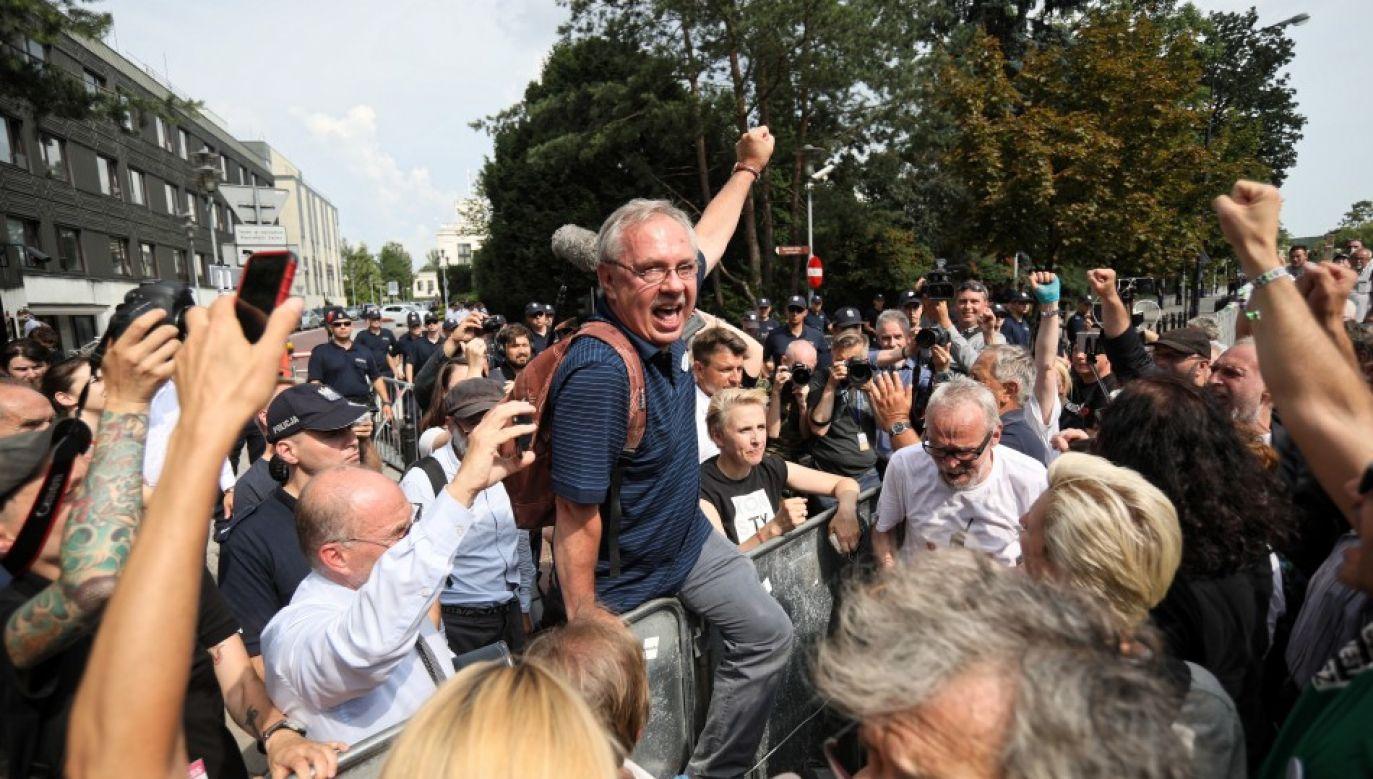 Manifestacja przeciwników reformy sądownictwa przed Sejmem (fot. PAP/PAP/Leszek Szymański)