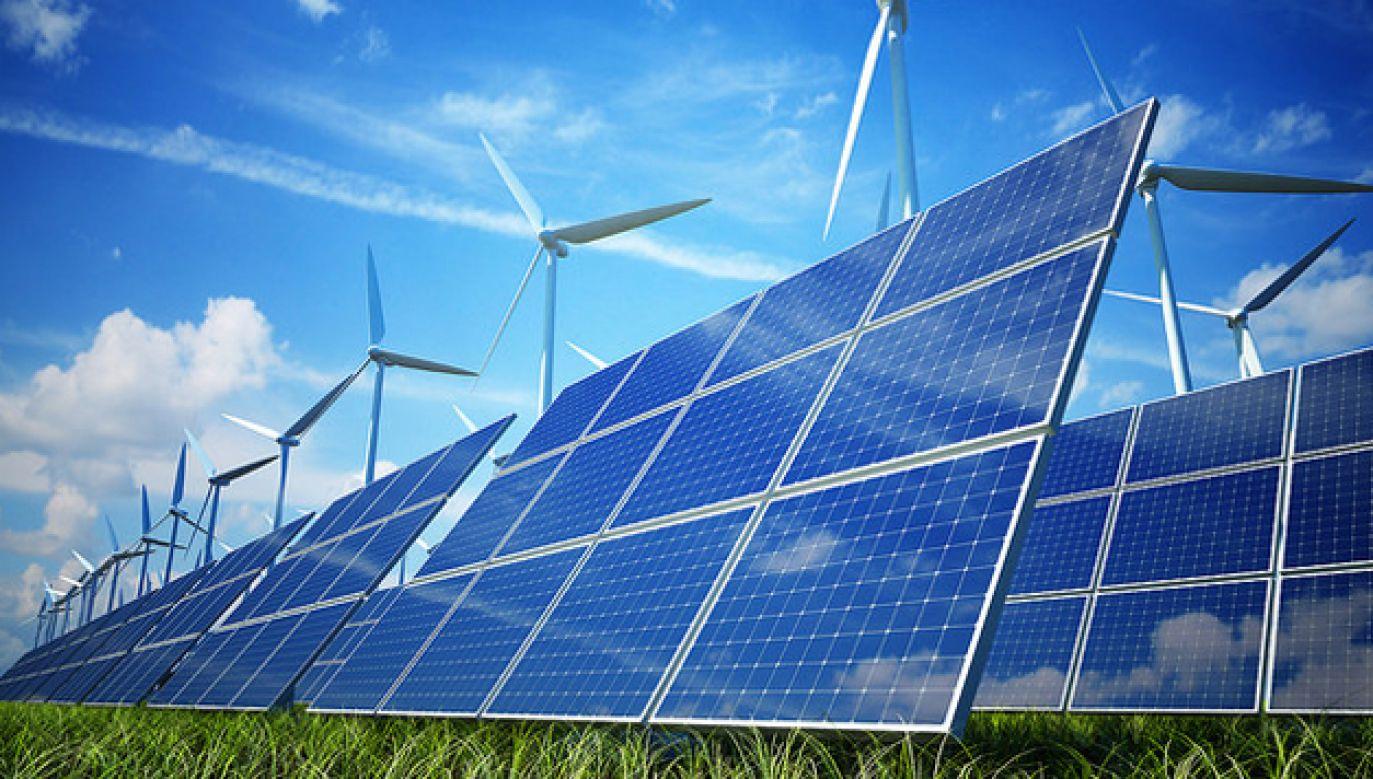 Fotowoltaika pomogłaby zbilansować potrzeby energetyczne kraju (fot. Flickr/TAFE SA TONSLEY)