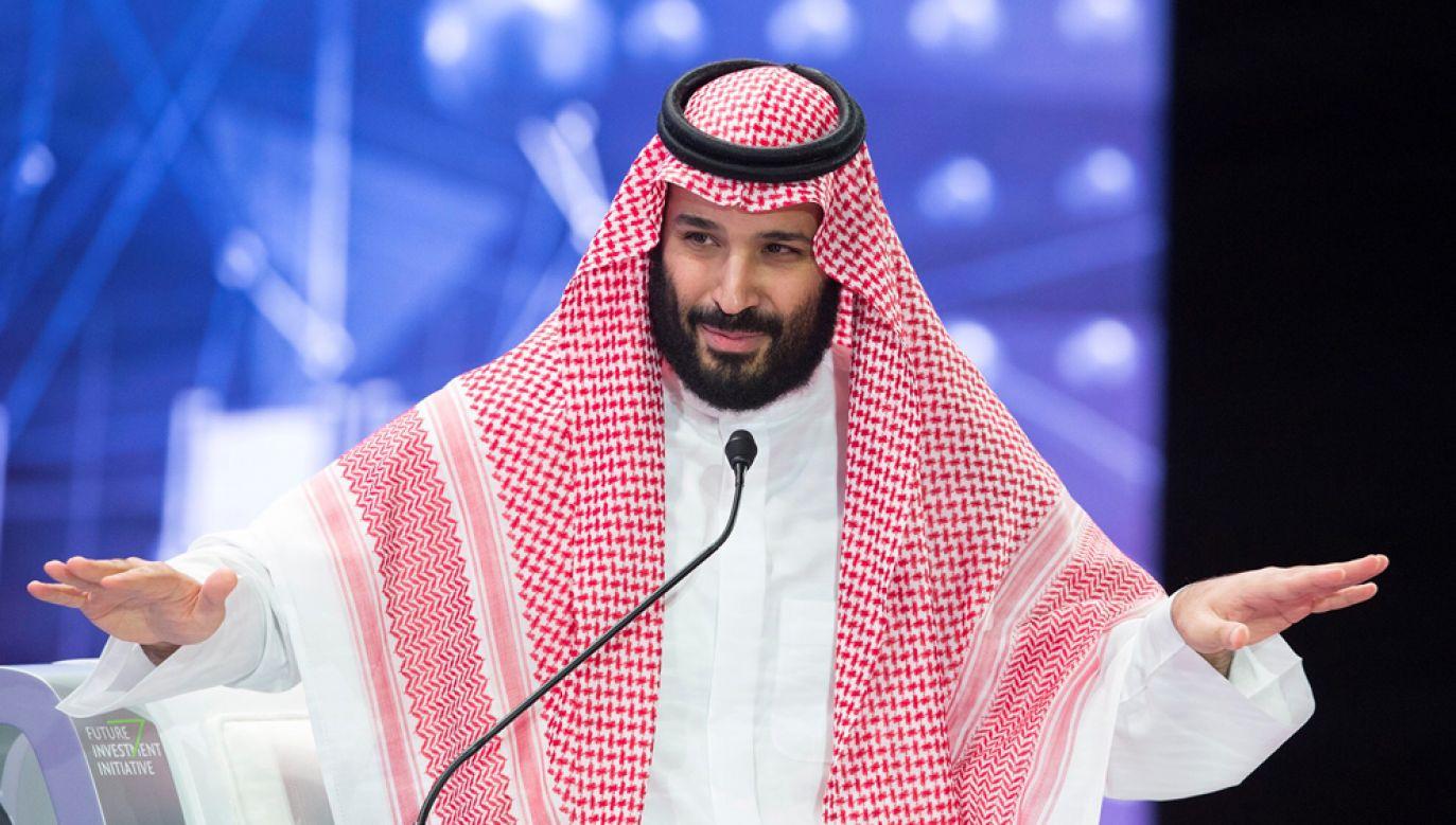 Następca tronu Arabii Saudyjskiej Muhammad ibn Salman został w rezolucji Senatu USA uznany za odpowiedzialnego za zabójstwo dziennikarza Dżamala Chaszodżdżiego (fot. Bandar Algaloud / Saudi Kingdom Council / Handout/Anadolu Agency/Getty Images)