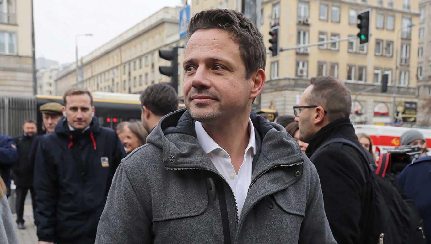 """Trzaskowski powiedział, że """"nie przyklaskuje Marszowi Niepodległości"""", bo widzi w nim sojusz PiS z """"narodowcami"""" (fot. arch. PAP/Paweł Supernak)"""