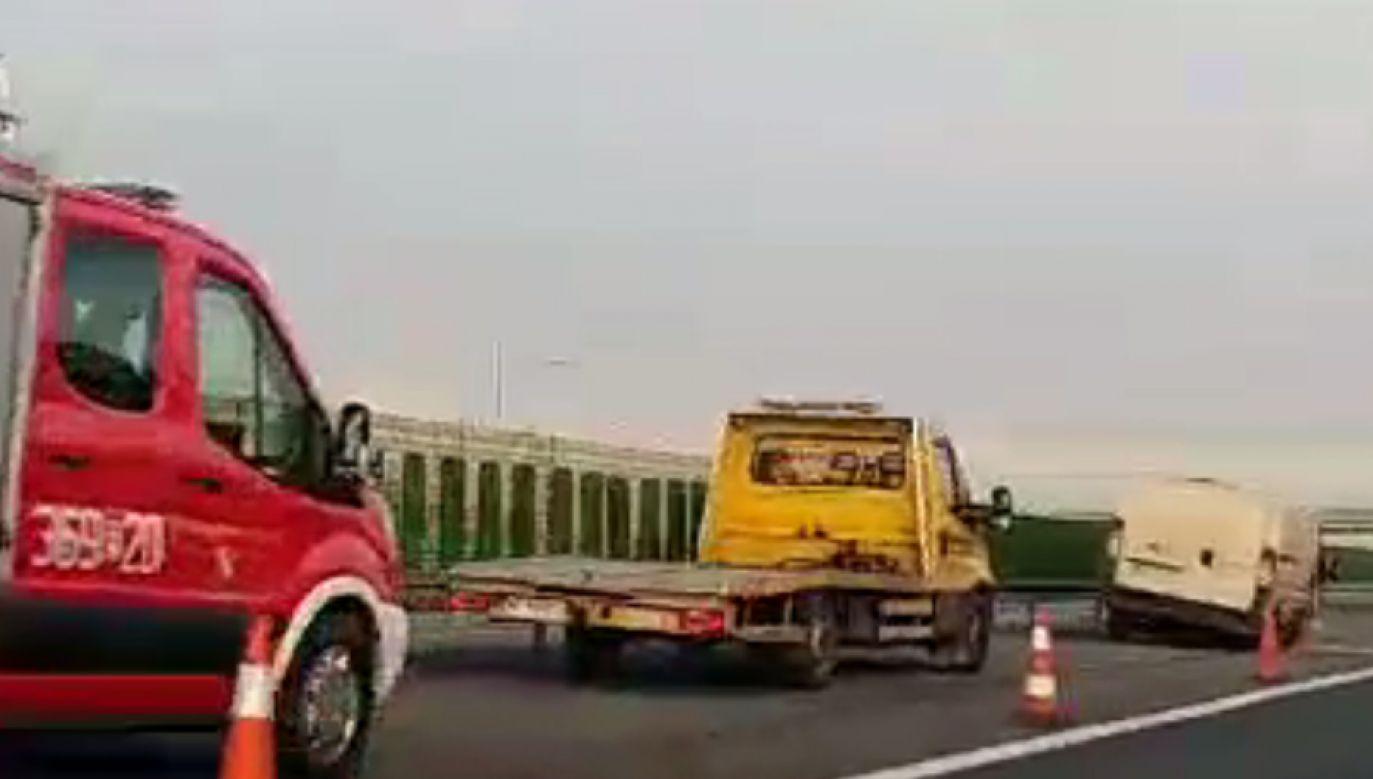 W jednym z aut prawdopodobnie pękła opona (fot. Twoje Info)
