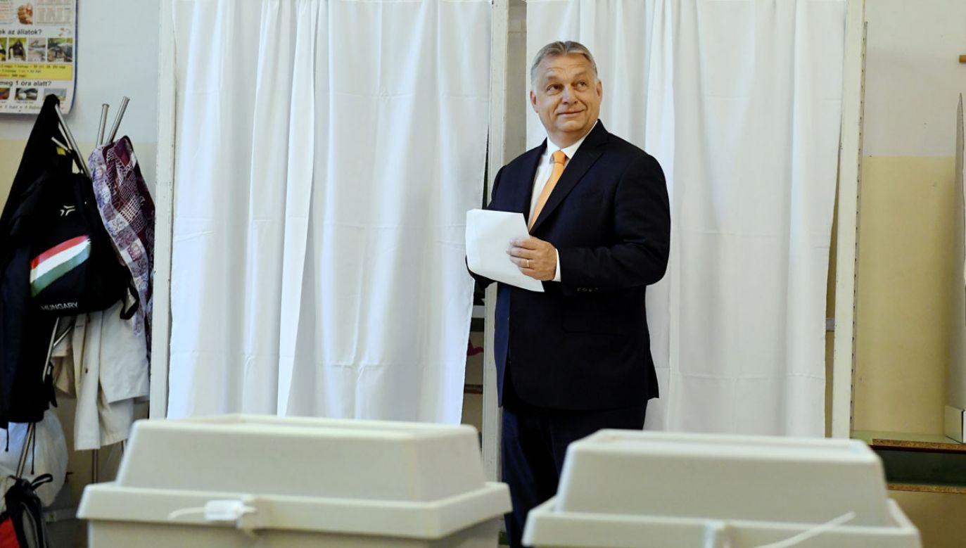 Na Fidesz-KDNP głosowało 52,1 proc. wyborców (fot. PAP/EPA/SZILARD KOSZTICSAK)