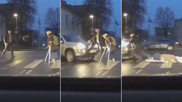 Kierowca chciał pomóc staruszce, jednak jej zaszkodził (fot. yt/kelat)