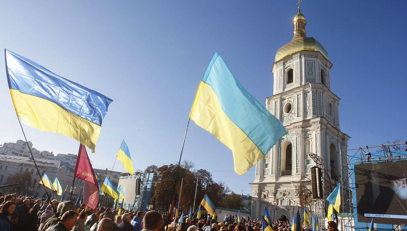 Ukraińcy modlą się przed katedrą św. Zofii w Kijowie  (fot. PAP/EPA/STEPAN FRANKO)