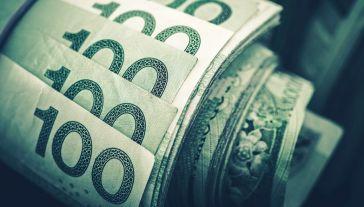 Dynamiczny wzrost dochodów cieszy pracowników przedsiębiorstw (fot. Shutterstock/welcomia)