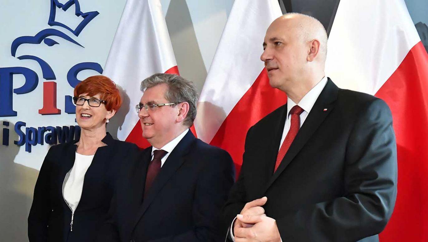 Minister Brudziński, Elżbieta Rafalska i europoseł Czesław Hoc podczas prezentacji w Szczecinie kandydatów PiS w wyborach do Parlamentu Europejskiego (fot. PAP/Marcin Bielecki)