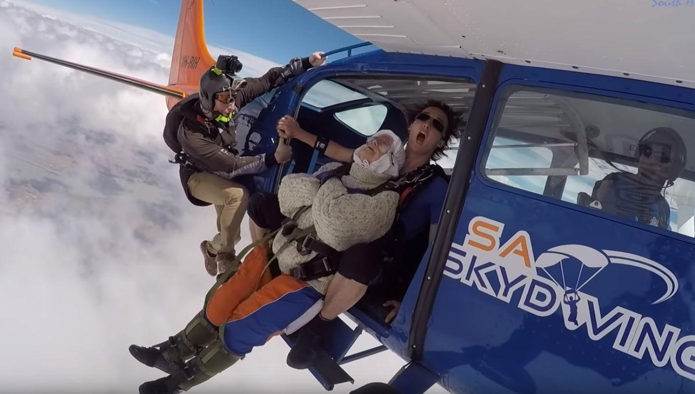 Staruszka wykonała skok z wysokości ponad 4 km (fot. YT/ SA Skydiving)