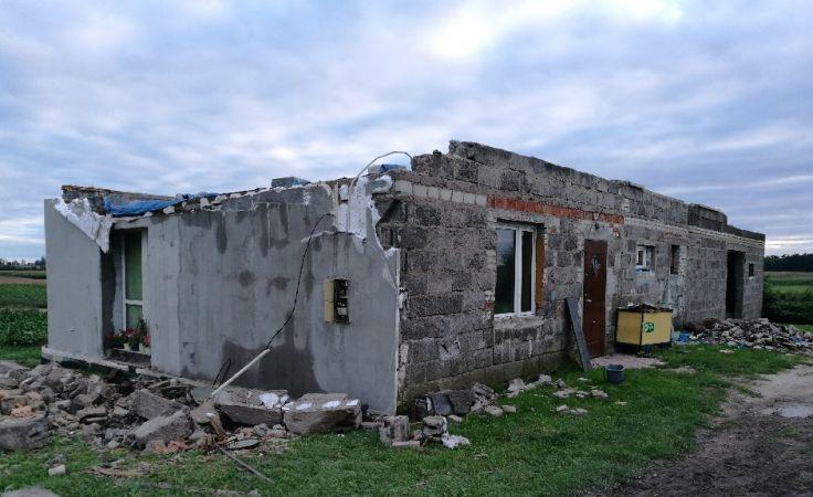 Zniszczony przez wichurę dom w Będzitówku k. Łabiszyna (fot. Agnieszka Bagniewska)
