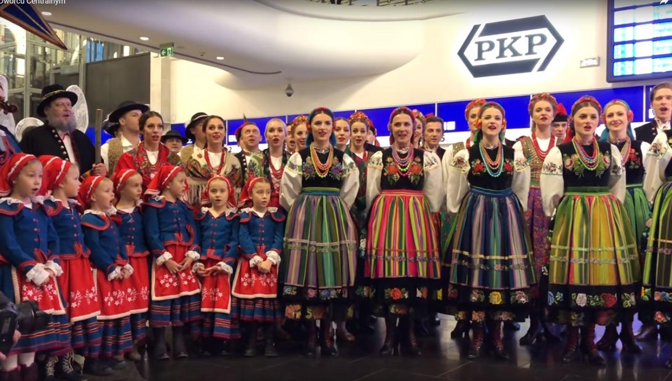 """20-minutowy koncert składał się z kolęd oraz fragmentów spektaklu """"Betlejem Polskie"""" (fot. YT/Gość Warszawski)"""
