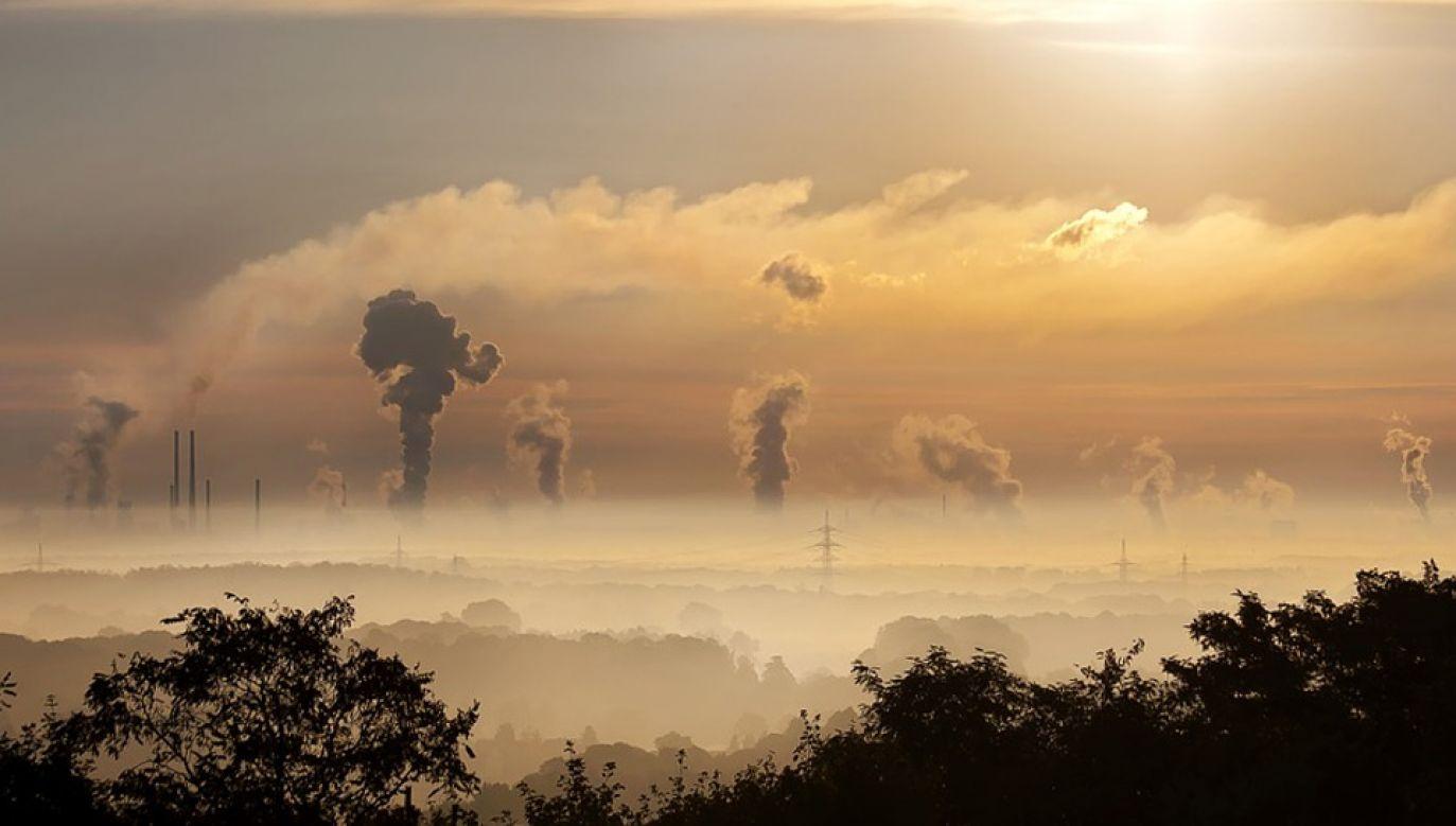 Powstała pilotażowa instalacja przetwarzająca CO₂ na syntetyczny gaz ziemny (fot. Pixabay/Foto-Rabe)