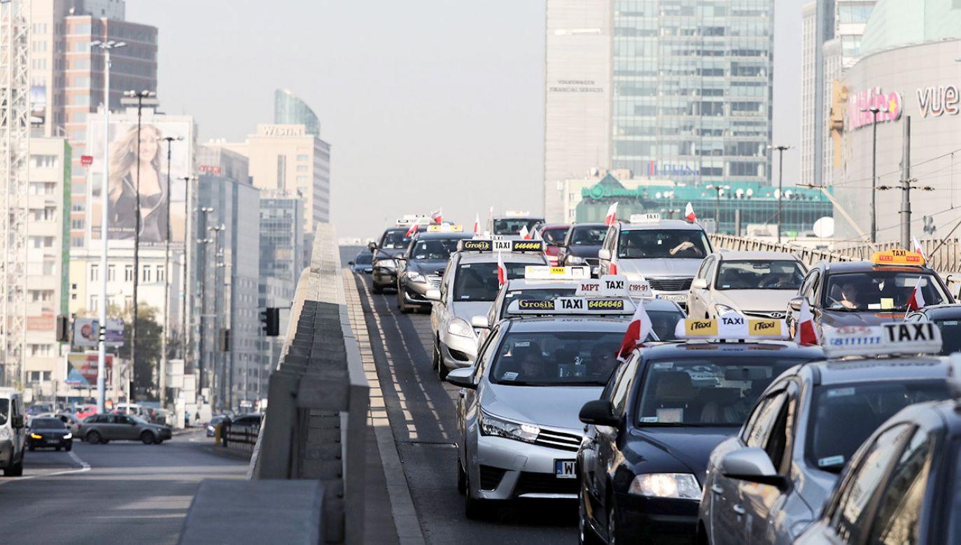Strajk taksówkarzy  (fot. PAP/Tomasz Gzell)