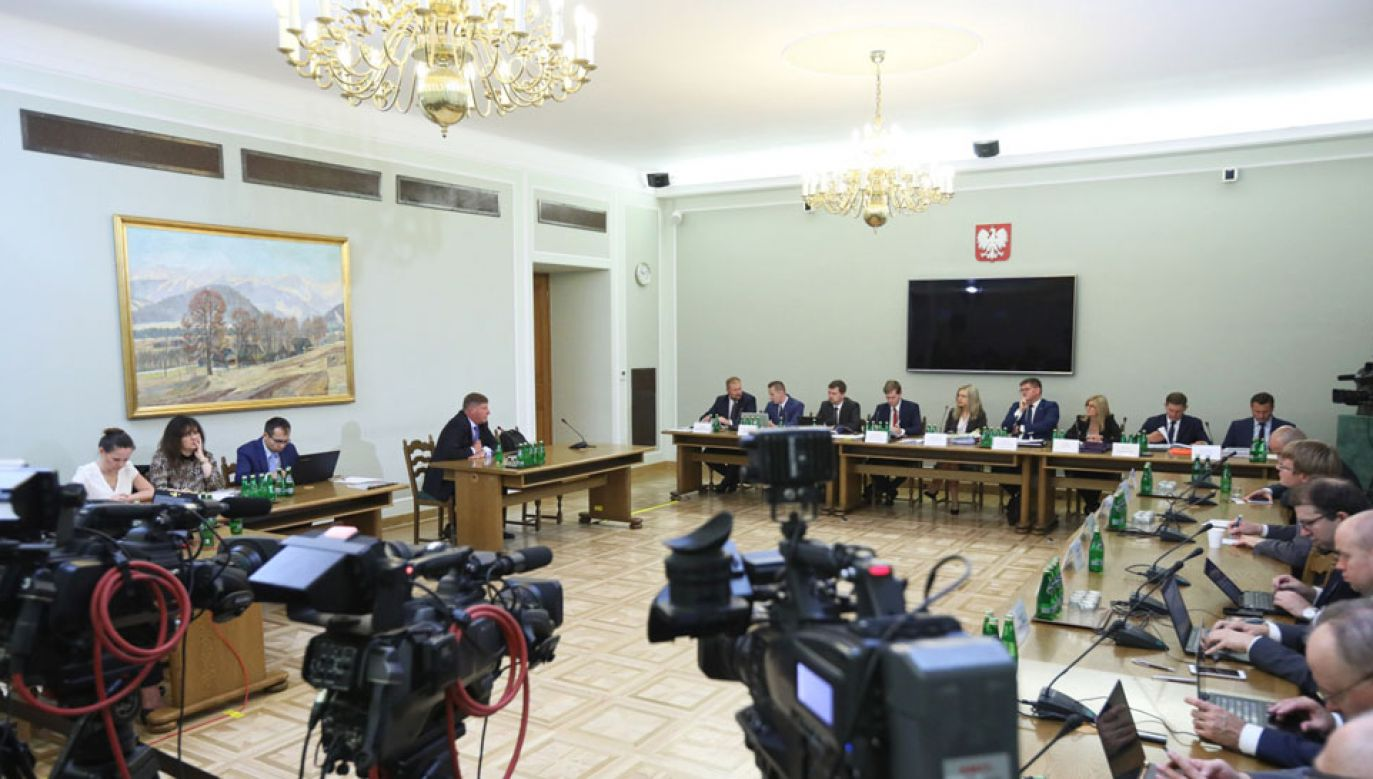 B. wiceminister finansów Andrzej Parafianowicz (4L) przed komisję śledczą ds. Amber Gold (fot. PAP/Leszek Szymański)