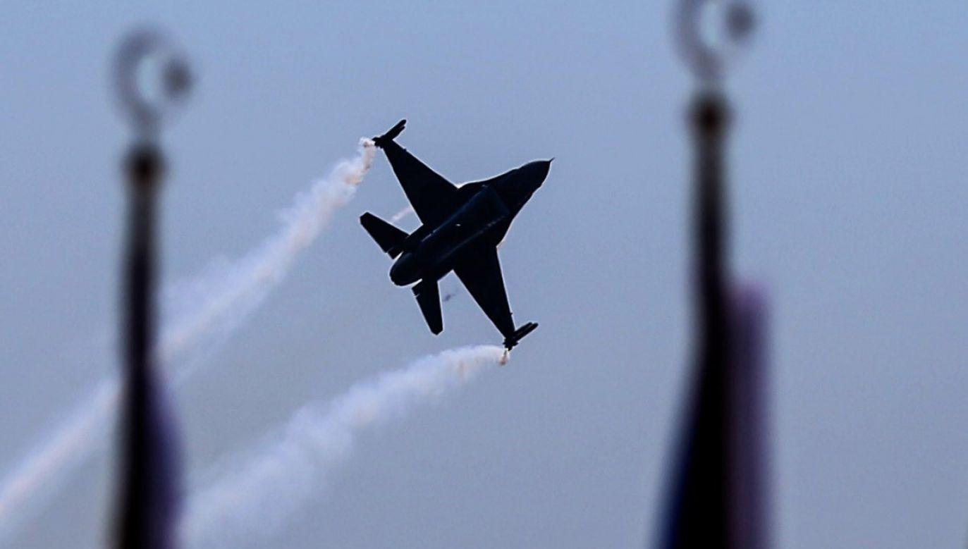 Irackie lotnictwo kilkakrotnie atakowało cele IS w Syrii za zgodą władz syryjskich (fot.  Berk Ozkan/Anadolu Agency/Getty Images)