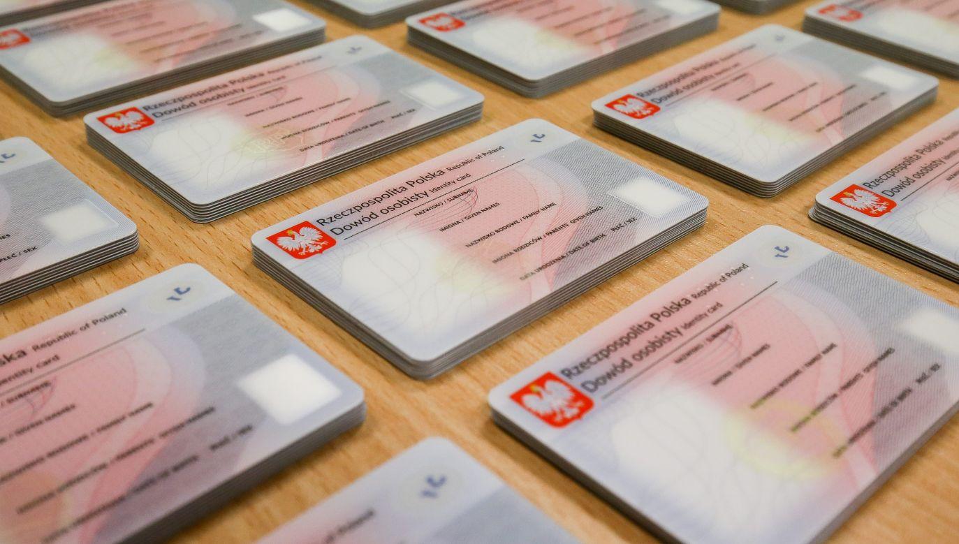 Dowód osobisty służy do identyfikacji naszej tożsamości (fot. arch.PAP/Paweł Supernak )