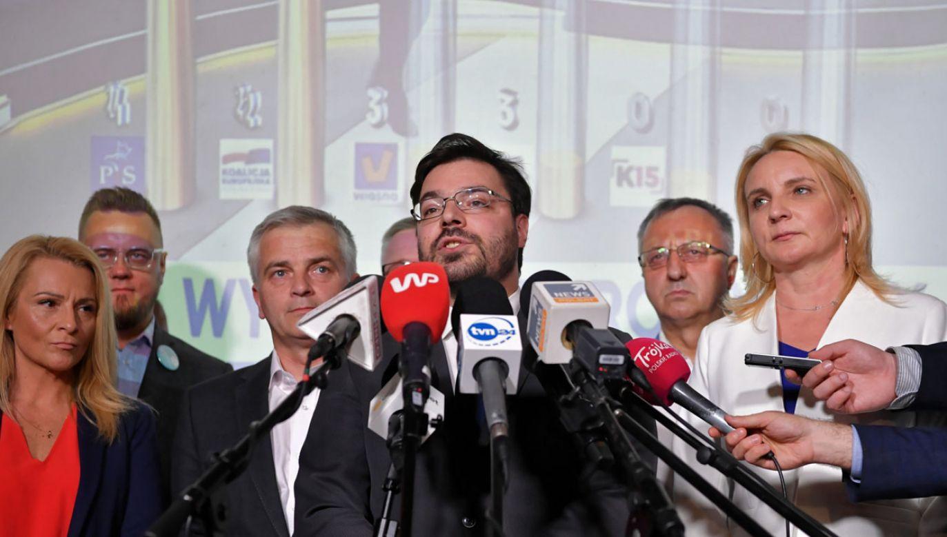 Kukiz'15 nie przekracza progu wyborczego (fot. PAP/Piotr Nowak)