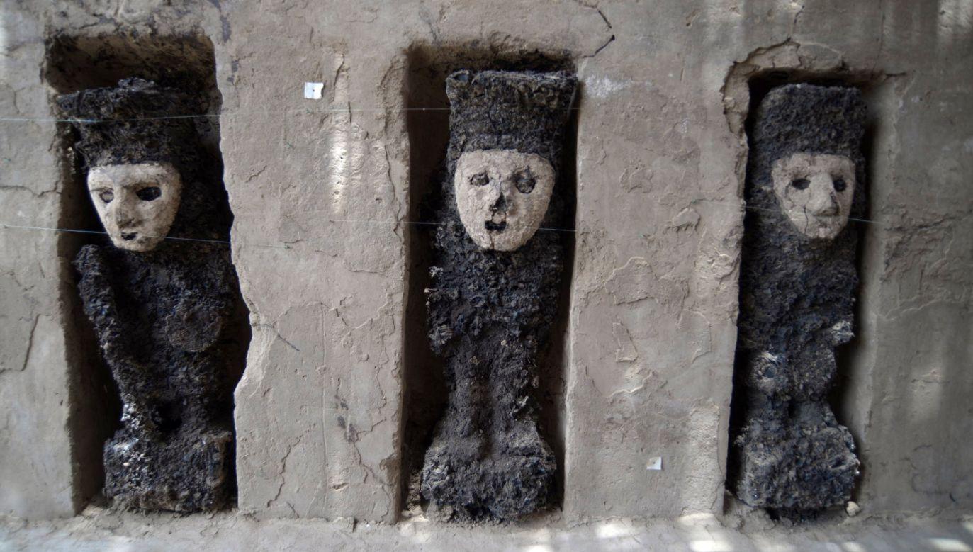 Na stanowisku archeologicznym Chan Chan natrafiono na zespół figur przypominających wojowników fot. PAP/EPA/Culture Ministry)
