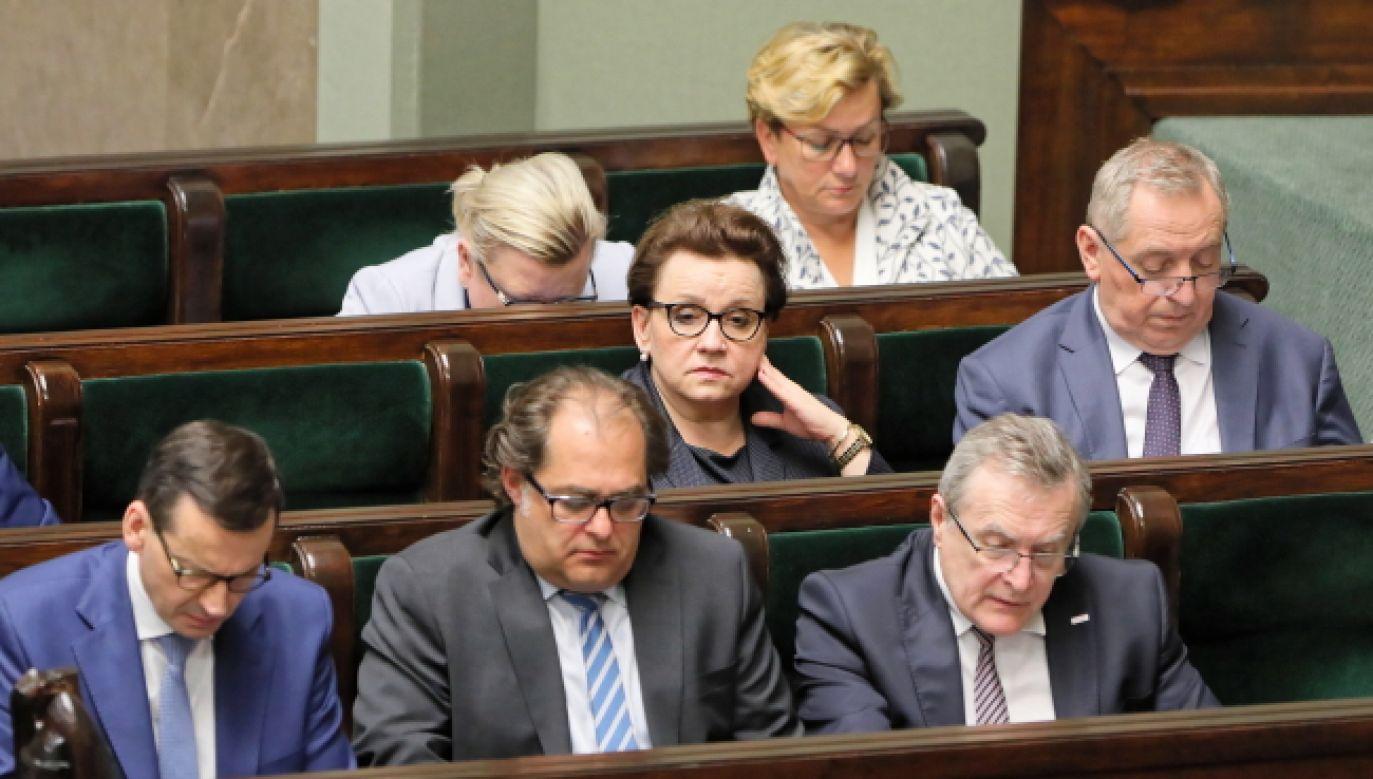 Wniosek o wotum nieufności musi zgłosić co najmniej 69 posłów (fot. PAP/Paweł Supernak)