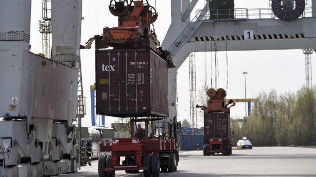 Terminal kontenerowy na nabrzeżu Fińskim w porcie w Szczecinie (fot. arch. PAP/Marcin Bielecki)