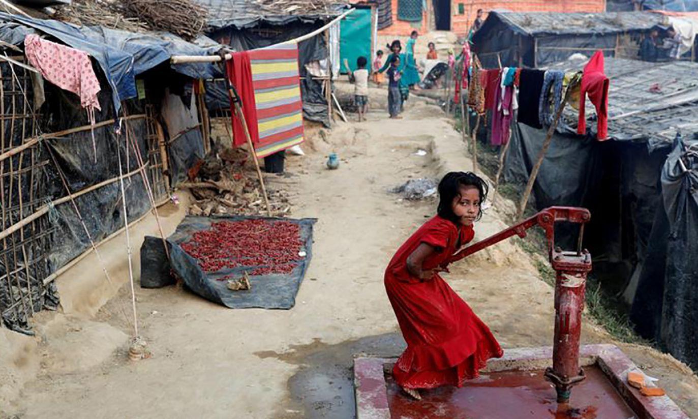 Dziewczynka z plemienia Rohingya (fot. REUTERS/Tyrone Siu)