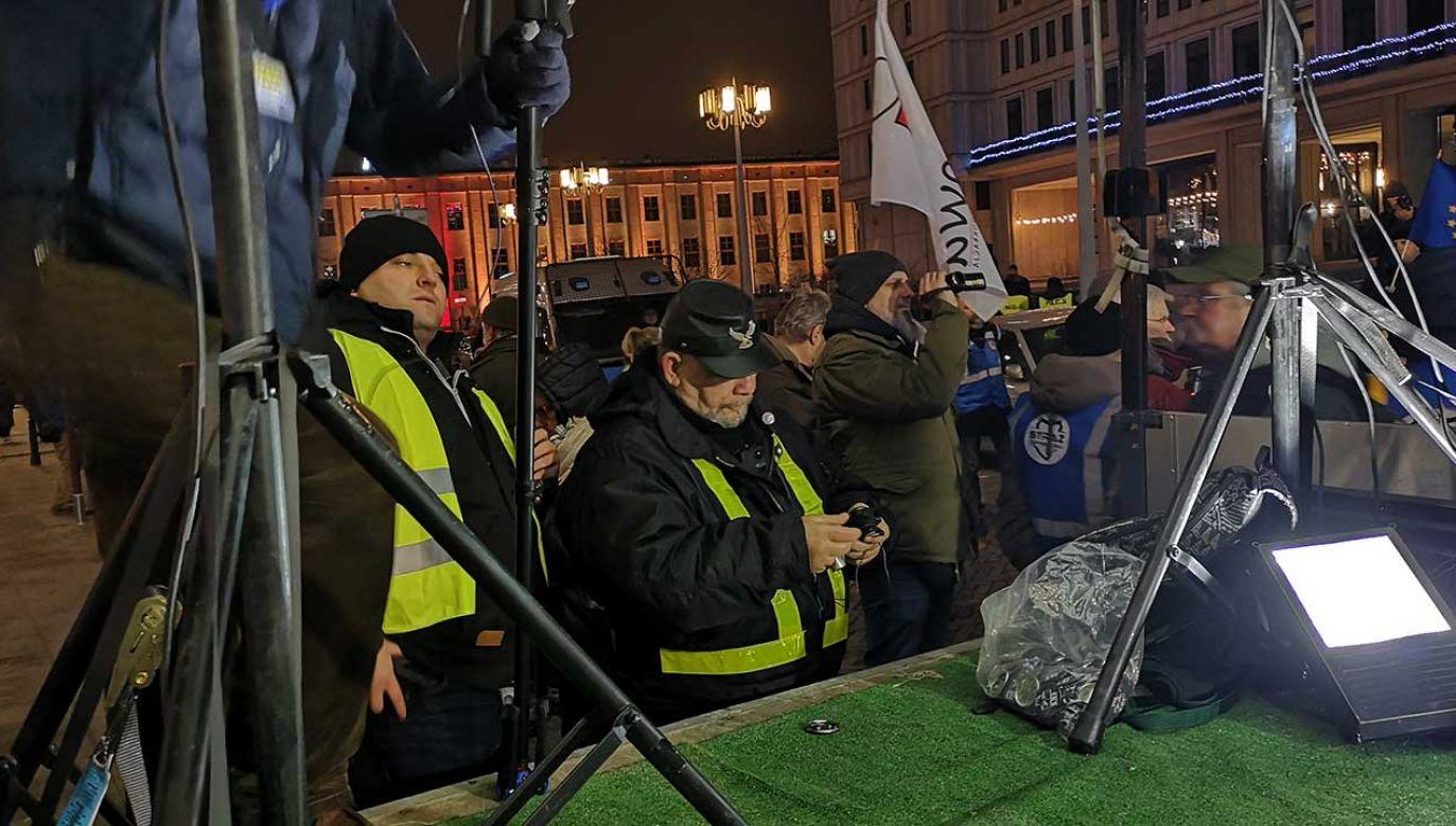 """Stan zdrowia pozwala """"Farmazonowi"""" na udział w antyrządowych (fot. Radosław Poszwiński/portal tvp.info)"""