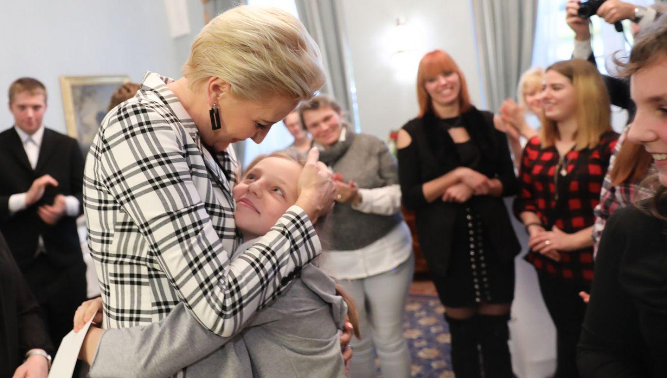 Dzieci pacjentów hospicyjnych z Żor odwiedziły w Pałacu Prezydenckim Agatę Kornhauser-Dudę (fot. KPRP/Jakub Szymczuk)