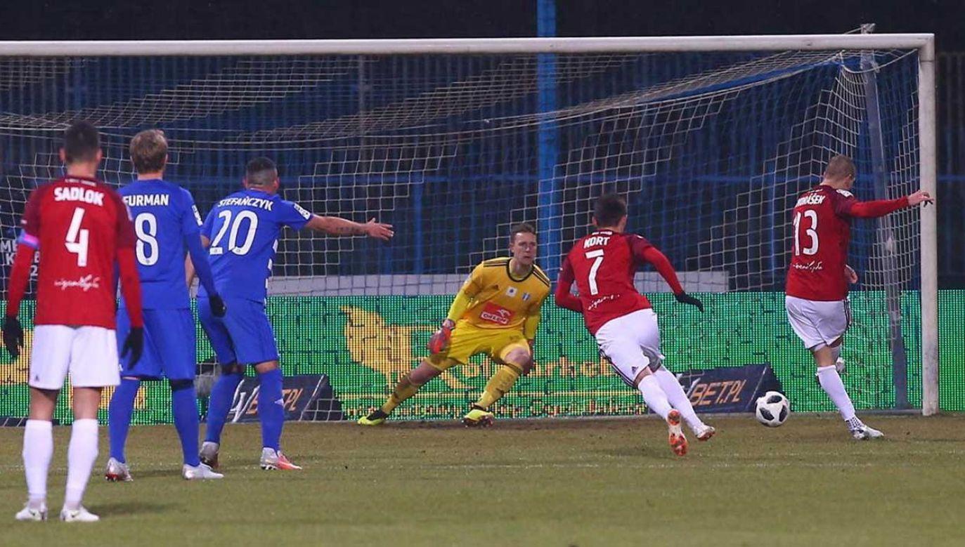 Piłkarze Wisły Kraków mogą nie zagrać w najbliższej kolejce ekstraklasy (fot. arch. PAP/Piotr Augustyniak)