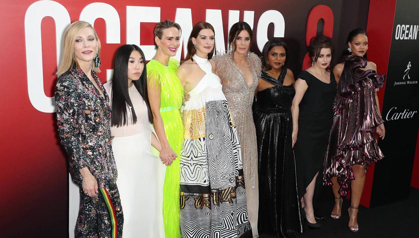 "Cate Blanchett, Awkwafina, Sarah Paulson, Anne Hathaway, Sandra Bullock, Mindy Kalling, Helena Bonham Carter i Rihanna na premierze filmu ""Ocean's 8"" (fot. PAP/PA/John Nacion/starmaxinc.com)"