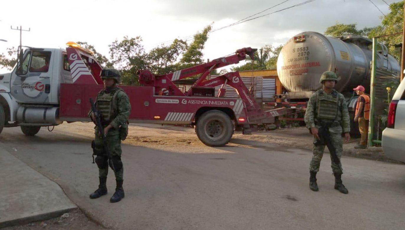 Do ochrony paliwa władze zaangażowały wojsko (fot. PAP/EPA/SEDENA HANDOUT)