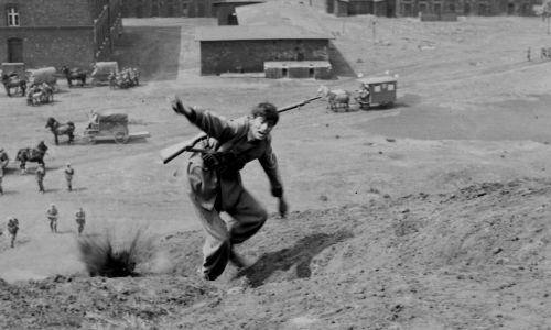 """Kadr z filmu """"Sól ziemi czarnej"""". Na zdjęciu Olgierd Łukaszewicz. Fot. TVP"""