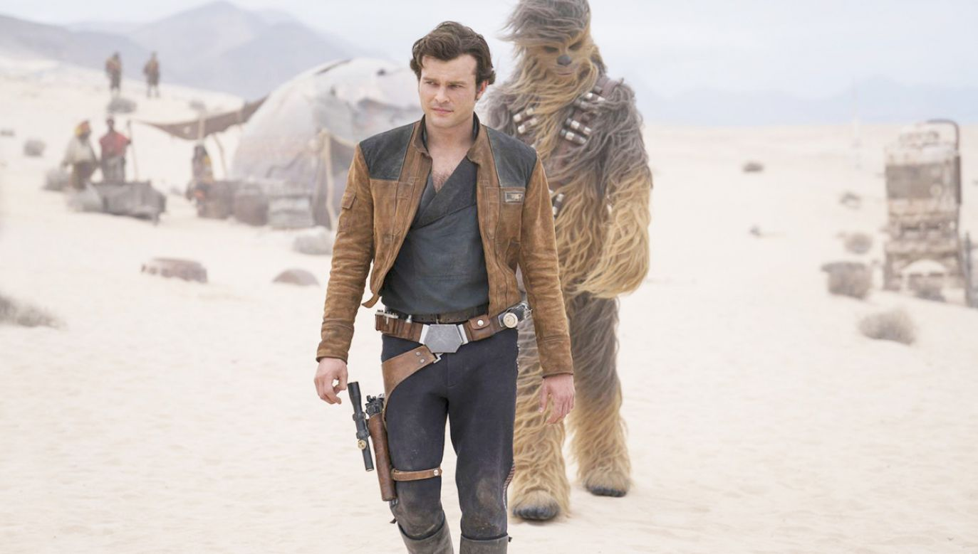 Han Solo (w tej roli Alden Ehrenreich) i Chewbacca. Kadr z filmu (fot. Materiały prasowe)