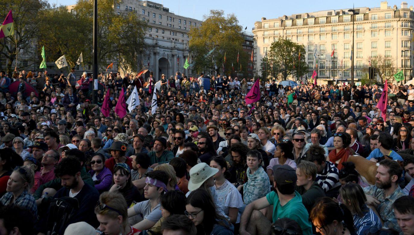 Protest klimatyczny w Londynie trwa  już tydzień (fot. PAP/EPA/NEIL HALL)