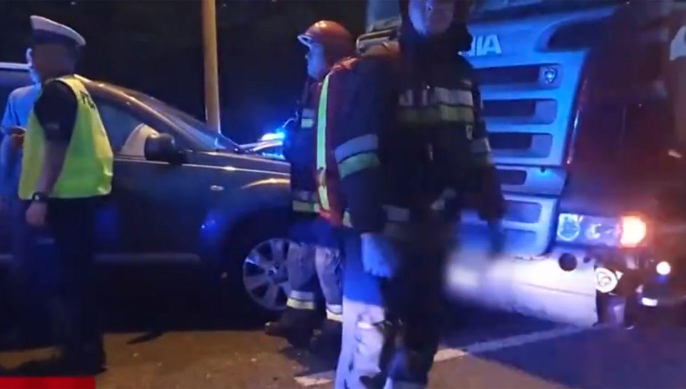 Kierowca TIR-a staranował 10 samochodów (fot. TVP Info)