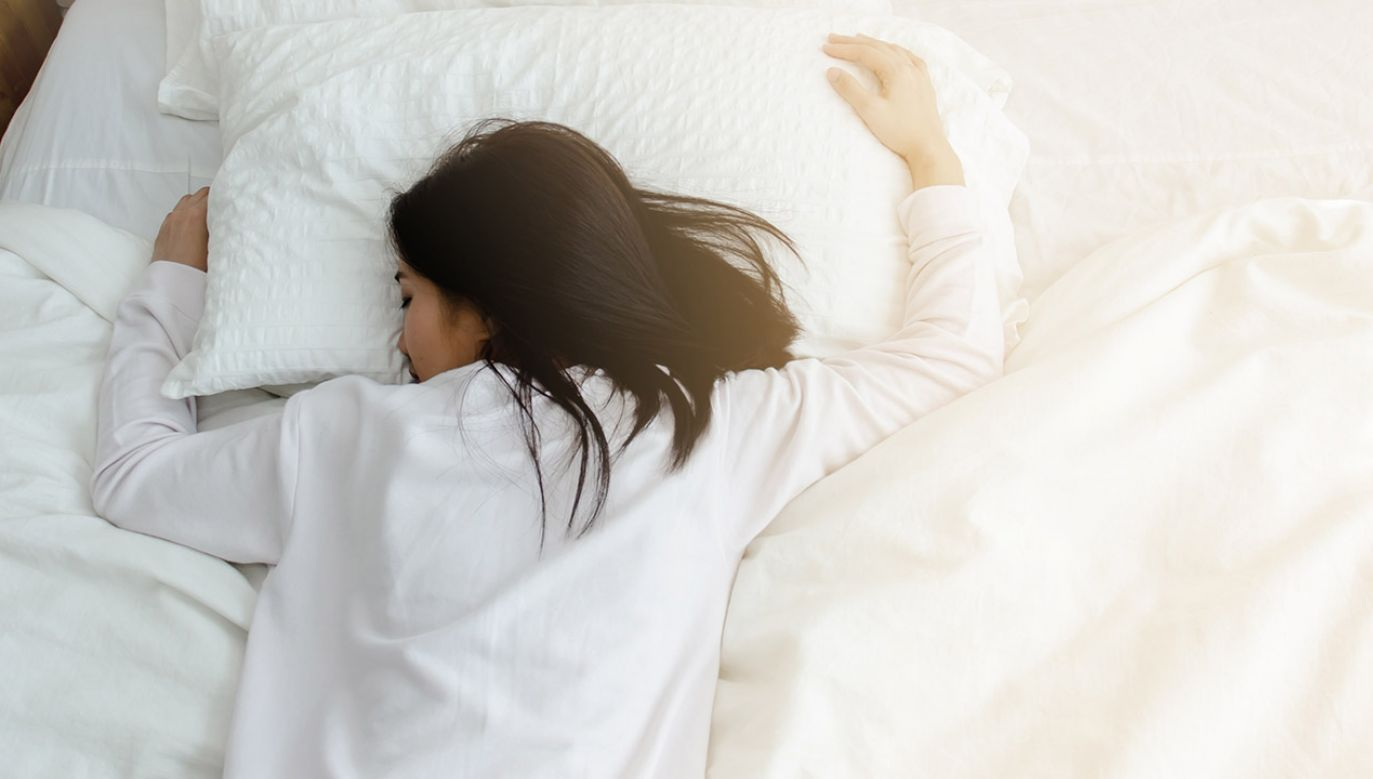 Całkowity czas snu 6-8 godzin dziennie wiąże się z najniższym ryzykiem zgonów (fot. Shutterstock/Siriluk ok)
