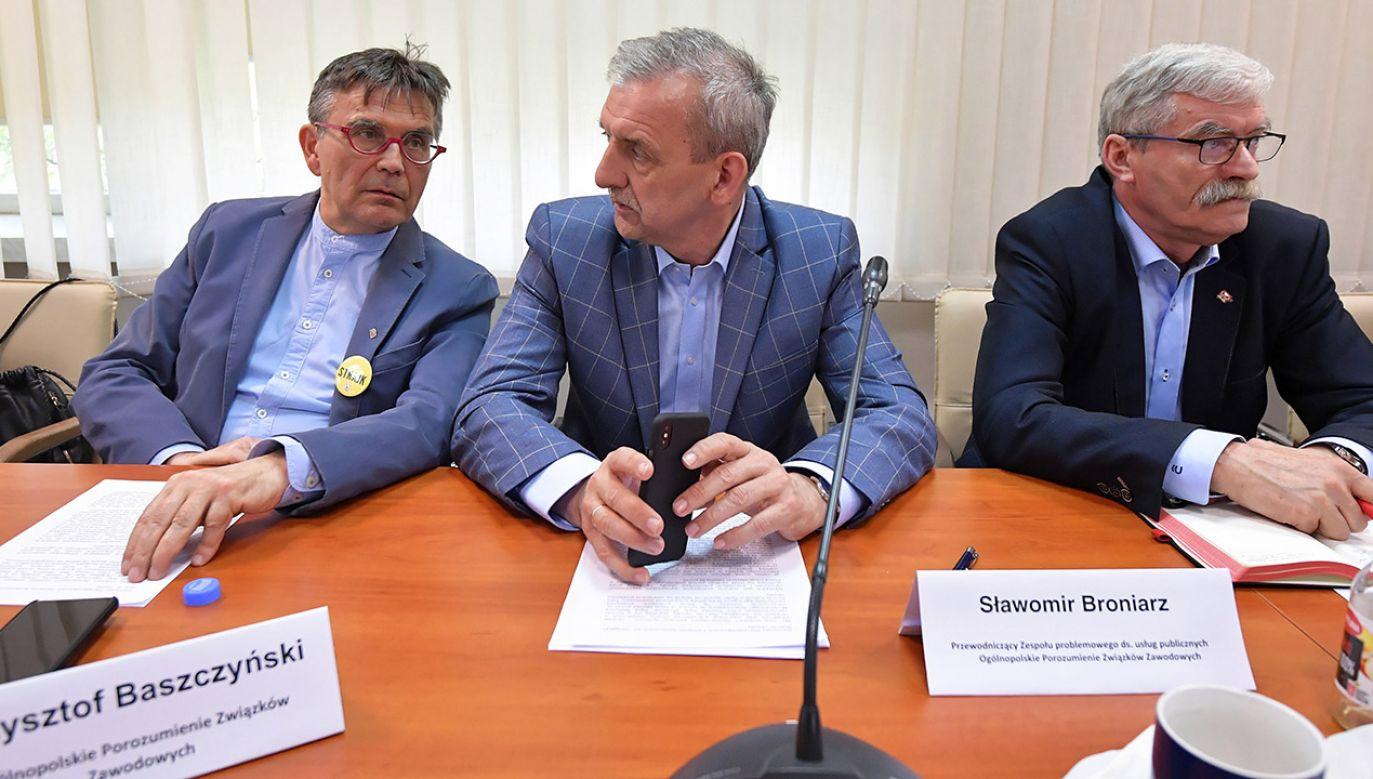 Prezes Związku Nauczycielstwa Polskiego Sławomir Broniarz (C), wiceprezes Krzysztof Baszczyński (L) i sekretarz prezydium RDS Janusz Gołąb (P). W Centrum Partnerstwa Społecznego
