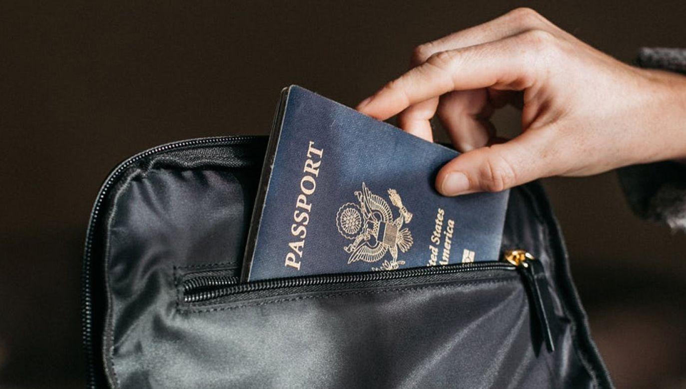 Amerykanie mogą się zgłaszać z prośbą o pomoc konsularną, np. jeżeli zgubią paszport (fot. Pexels)