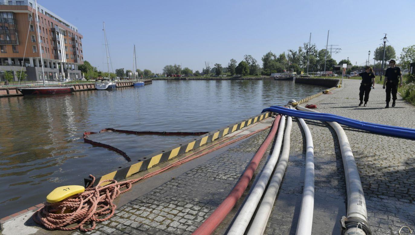 Sewage pumped into Motława River, Gdańsk. Photo: PAP/Adam Warżawa