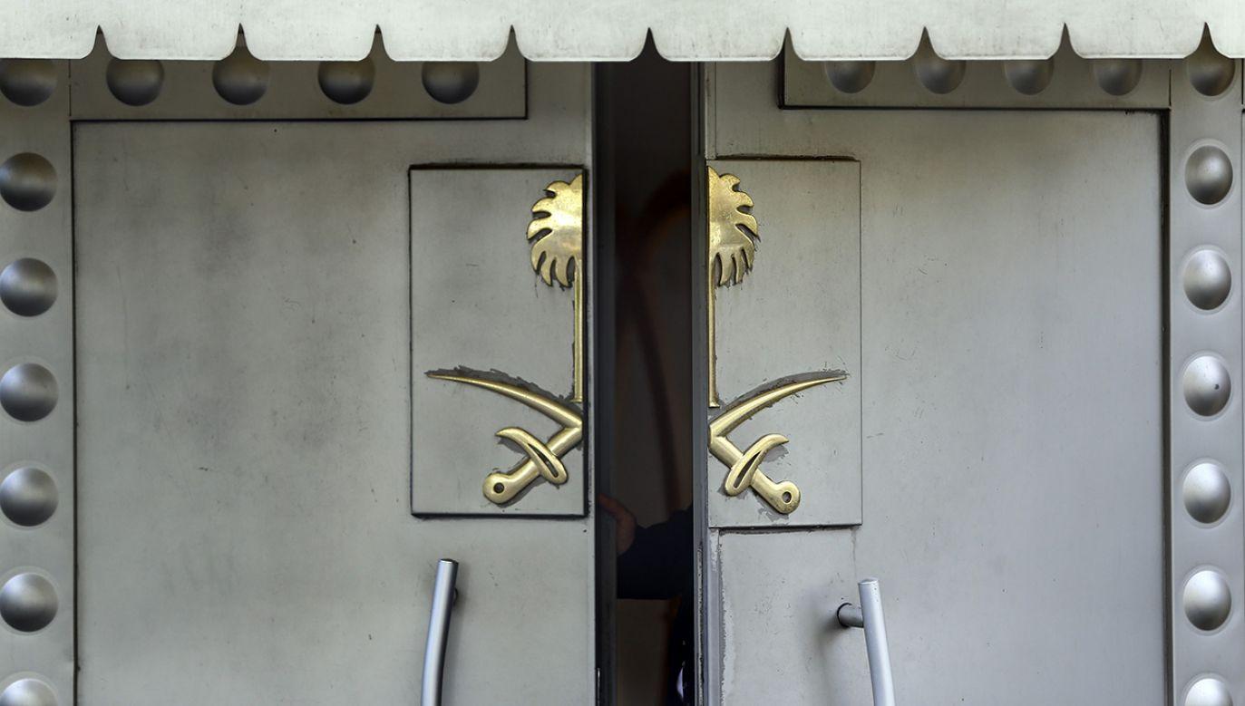 Brama wejściowa konsulatu Arabii Saudyjskiej w Stambule (fot. Serhat Cagdas/Anadolu Agency/Getty Images)