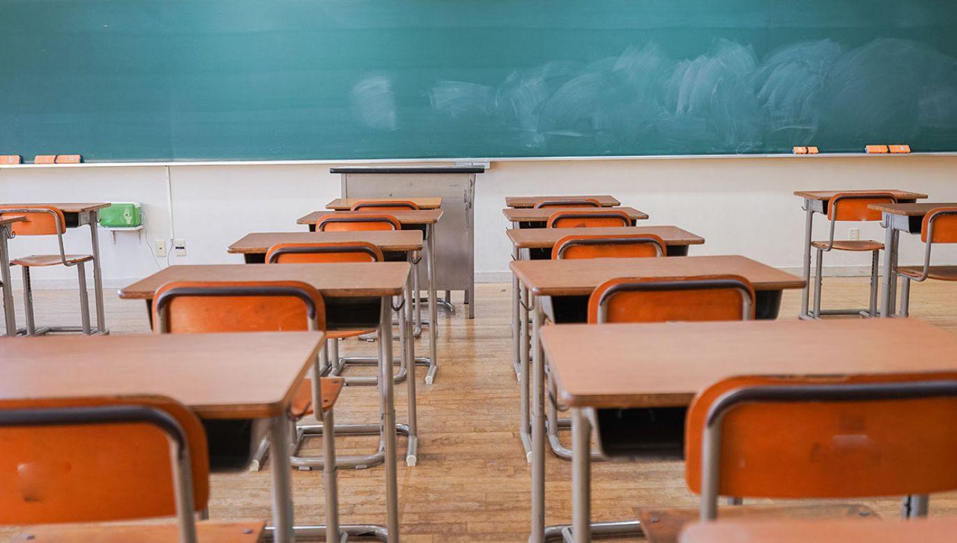 """Jeden z uczniów napisał na tablicy """"Putin – złodziej"""", czym wywołał gniew nauczycielki (fot. Shutterstock/maroke)"""