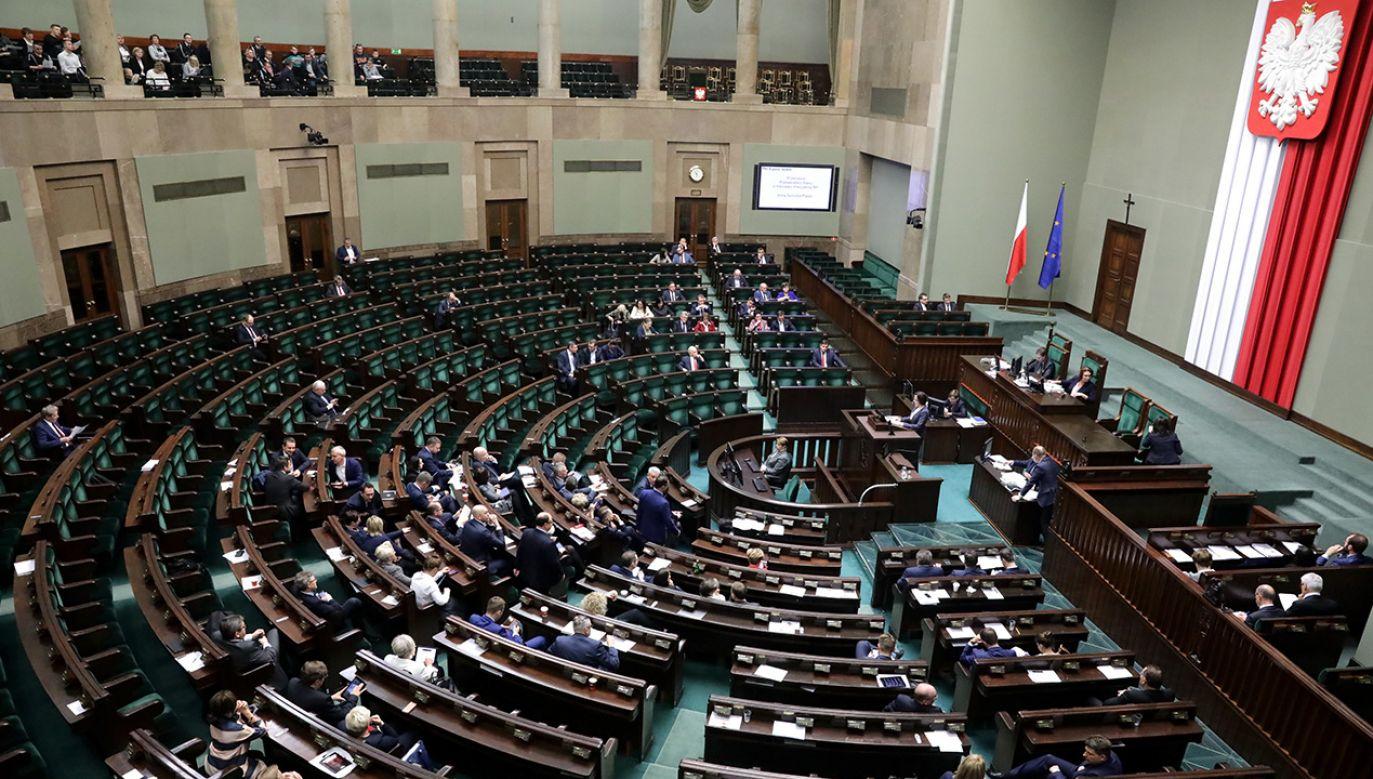 W Sejmie odbędzie prezentacja prezydenckich projektów (fot. PAP/Tomasz Gzell)