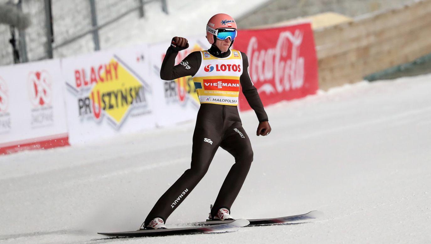 Dawid Kubacki po 2. serii skoków konkursu drużynowego zawodów Pucharu Świata w skokach narciarskich w Zakopanem (fot. PAP/Grzegorz Momot)