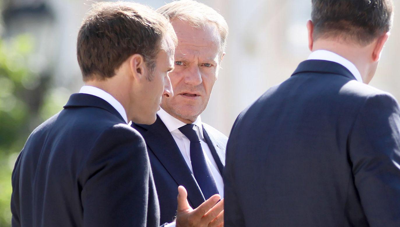 Przewodniczący Rady Europejskiej Donald Tusk (2L) i prezydent Francji Emmanuel Macron (L) podczas nieformalnego spotkania szefów państw i rządów UE w Salzburgu (fot. PAP/Leszek Szymański)