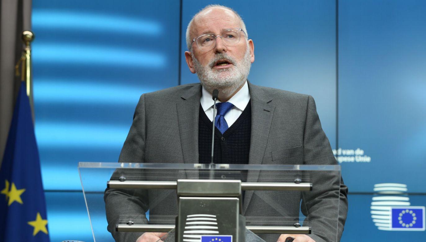 Timmermans zapewniał dziennikarzy po poniedziałkowym posiedzeniu unijnych ministrów ds. europejskich, że chce prowadzić dialog z władzami z Warszawy (fot. Dursun Aydemir/Anadolu Agency/Getty Images)