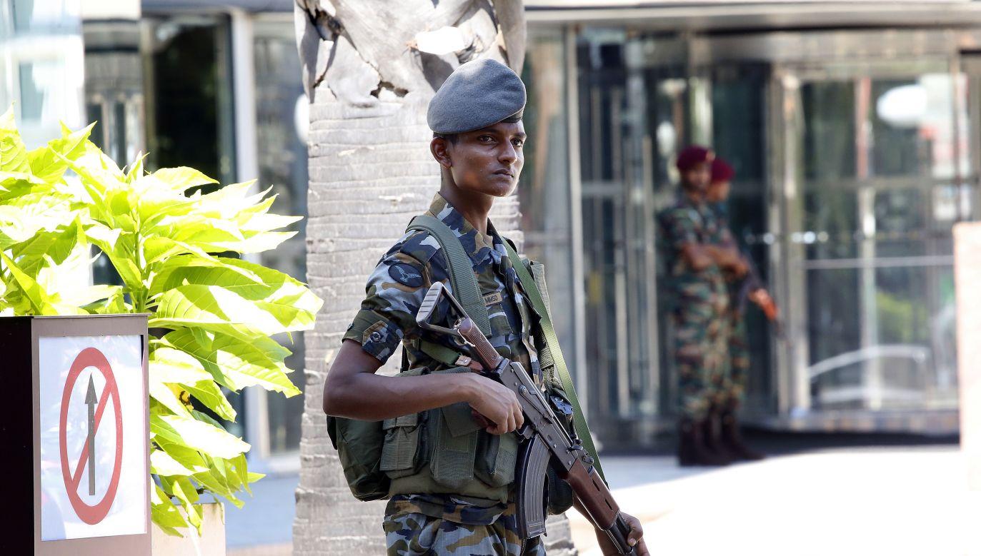 Na Sri Lance będzie obowiązywał stan wyjątkowy (fot. PAP/EPA/M.A. PUSHPA KUMARA)