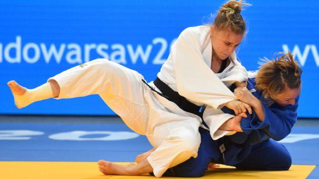 Polka Karolina Talach (biały) i Francuzka Margaux Pinot w finałowym pojedynku turnieju drużynowego (fot. PAP/Bartłomiej Zborowski)