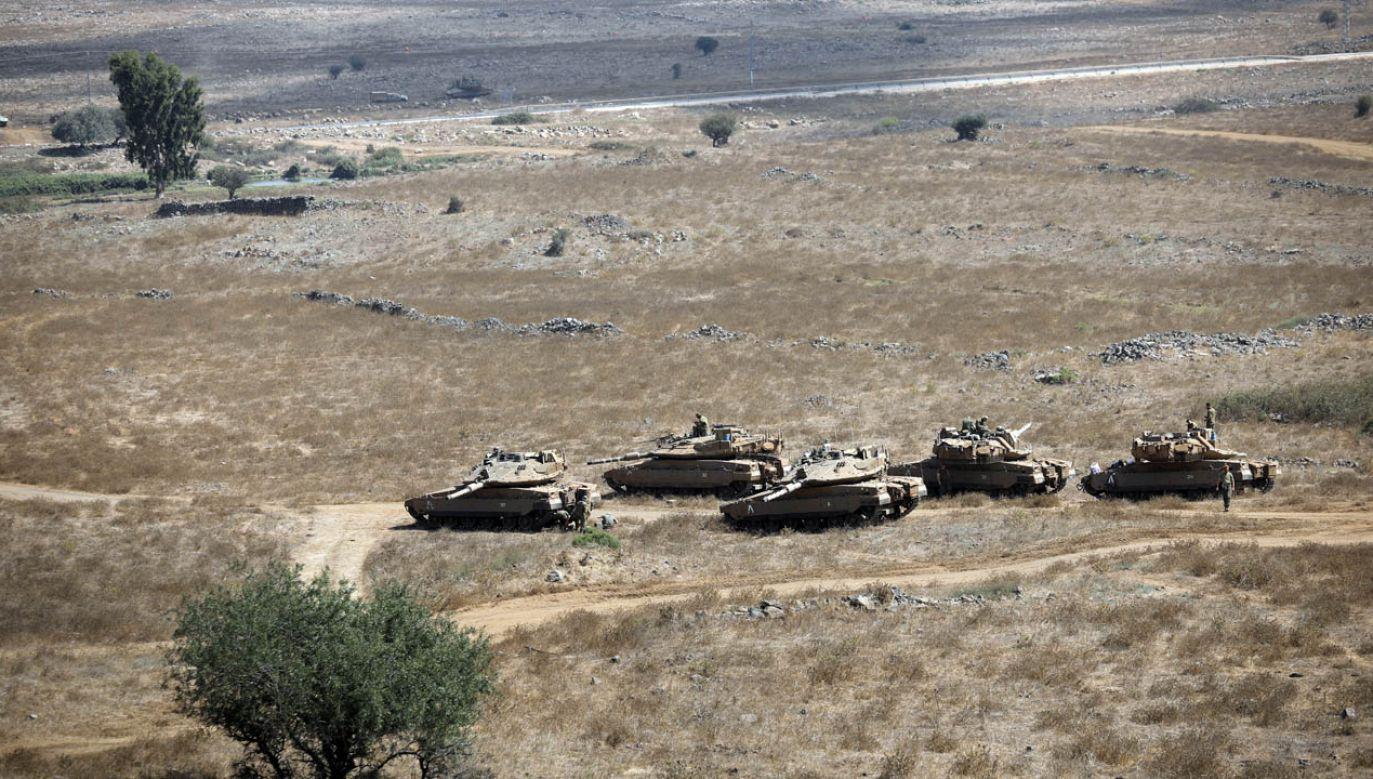 Izraelskie czołgi na Wzgórzach Golan (fot. REUTERS/Amir Cohen)
