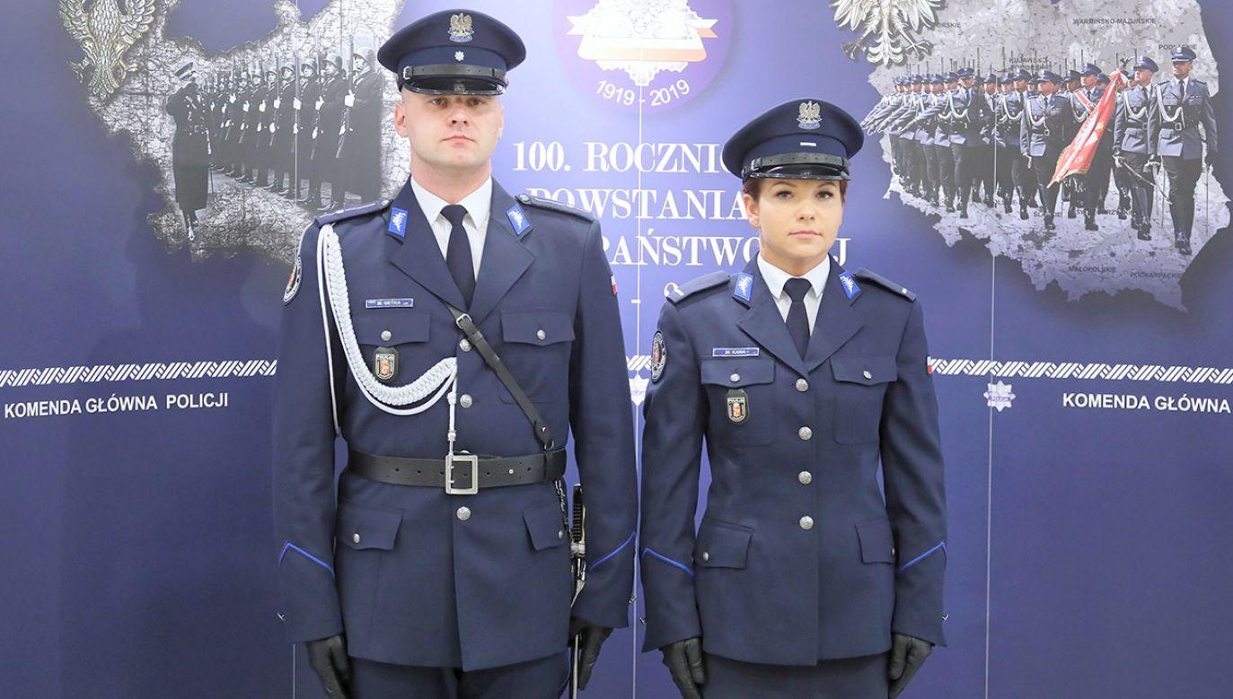 Policja przewiduje, że nowe mundury wyjściowe zastąpią dotychczas używane w ciągu kilku lat (fot. PAP/Paweł Supernak)