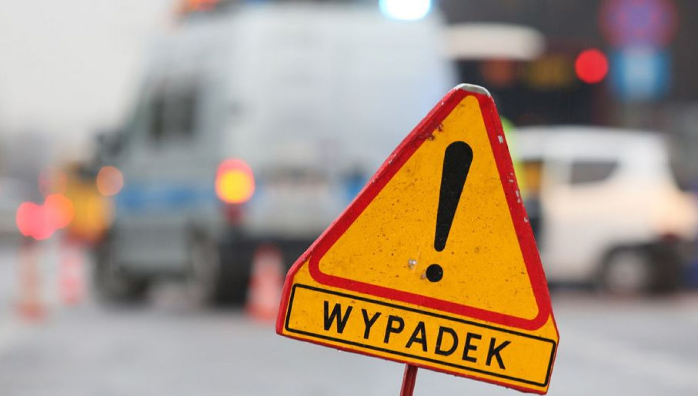 Służby ustalają okoliczności wypadku (fot. arch. PAP/Leszek Szymański)