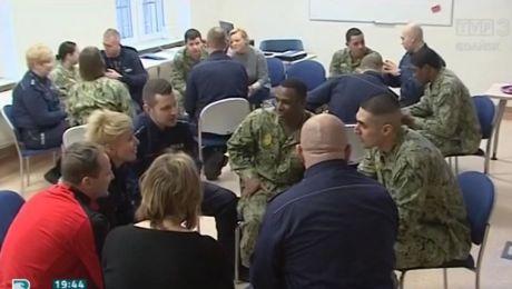 Amerykańscy żołnierze uczą naszych policjantów