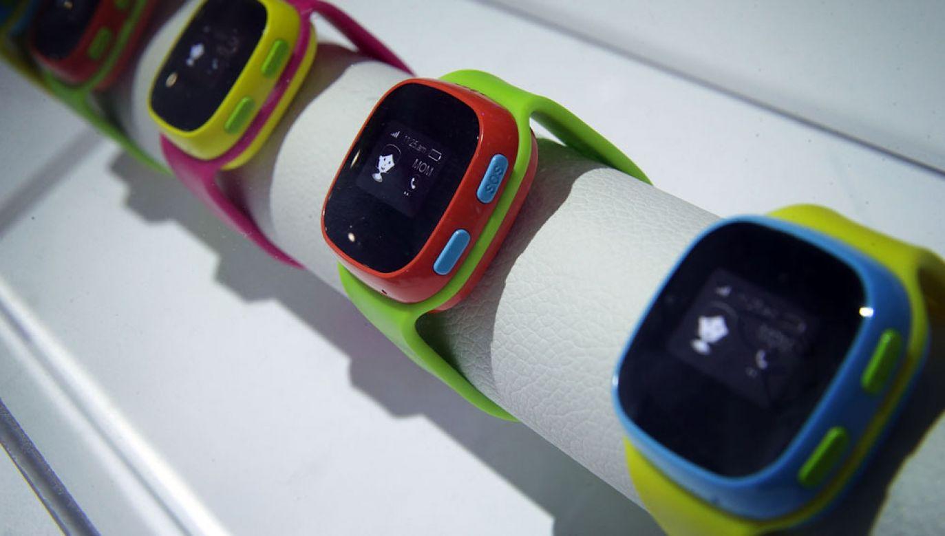 Urządzenia kierowane w większości do dzieci są wyposażone w kartę sim i ograniczoną łączność komórkową (fot. Alex Wong/Getty Images)