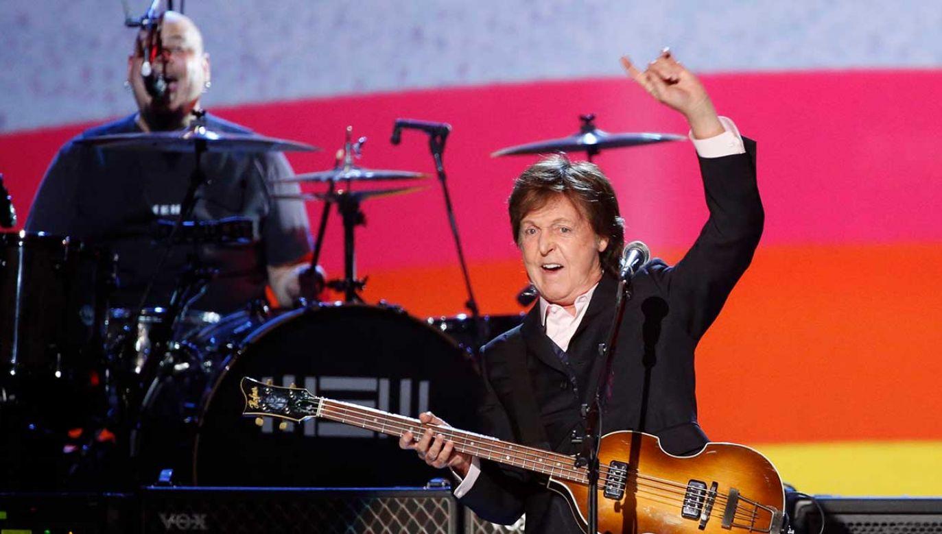 McCartney na ręce polskiego polityka i muzyka złożył apel o ustanowienie dnia Isaaca Bashevisa Singera (fot. REUTERS/Mario Anzuoni)